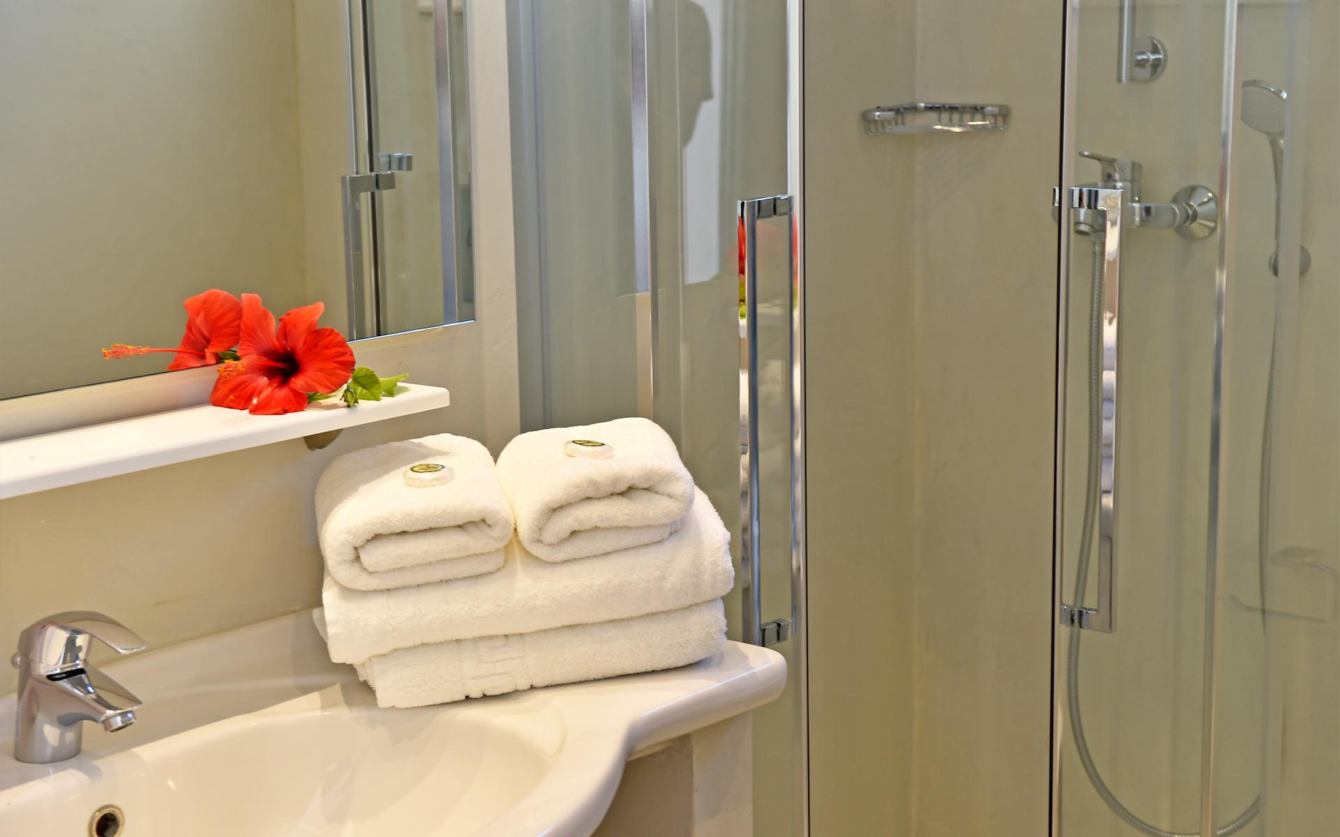 03kalypsohotel-double-triple-rooms